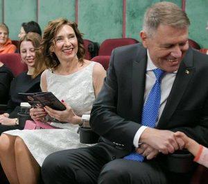 Carmen Iohannis, într-o rochie albă de Ziua Îndrăgostiților